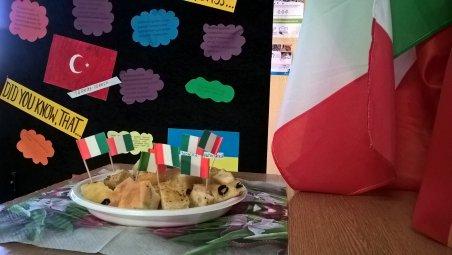 Zachęcająco prezentował się włoski przysmak - Focaccia z czosnkiem, solą i rozmarynem.