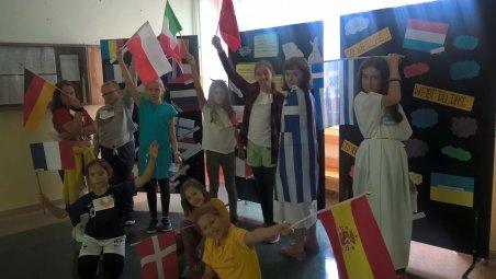 Barwne flagi na zakończenie radosnego świętowania - do zobaczenia za rok!